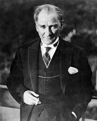 Mustafa Kemal Ataturk, Licencja Wikimedia Commons, źródło: Fotoğraflarla Atatürk (Images Atatürk) collection of the Republic of Turkey Ministry of National Education (MEB)