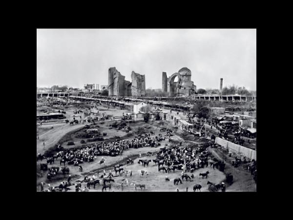 lac targowy przed meczetem Bibi-Chanum w Samarkandzie