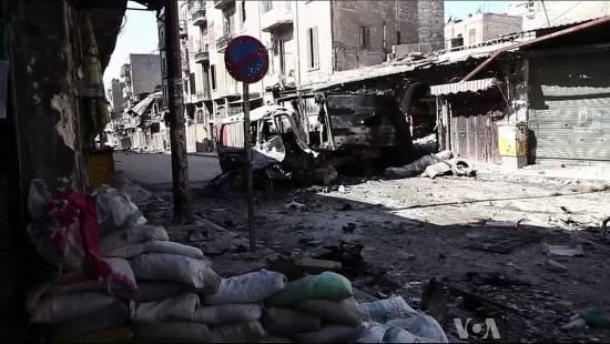 Ulica Aleppo po walkach, 6 października 2012 roku (kadr z materiału wideo Voice of America News, domena publiczna)