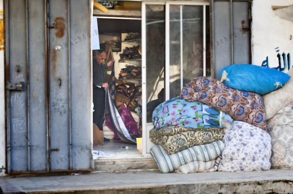 Zakład produkcji materaców wypychanych wełną. Obóz dla uchodźców w Dżeninie.
