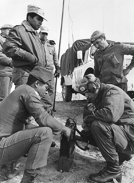 Żołnierze kanadyjscy i panamscy z UNEF II, rok 1974 (fot. domena publiczna).