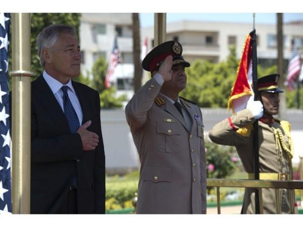 Abd al Fattah as-Sisi wraz z Chuckiem Hagelem w czasie sześciodniowej wizyty amerykańskiego Sekretarza Obrony na Bliskim Wschodzie, foto: wikimedia commons, Secretary of Defence, CC